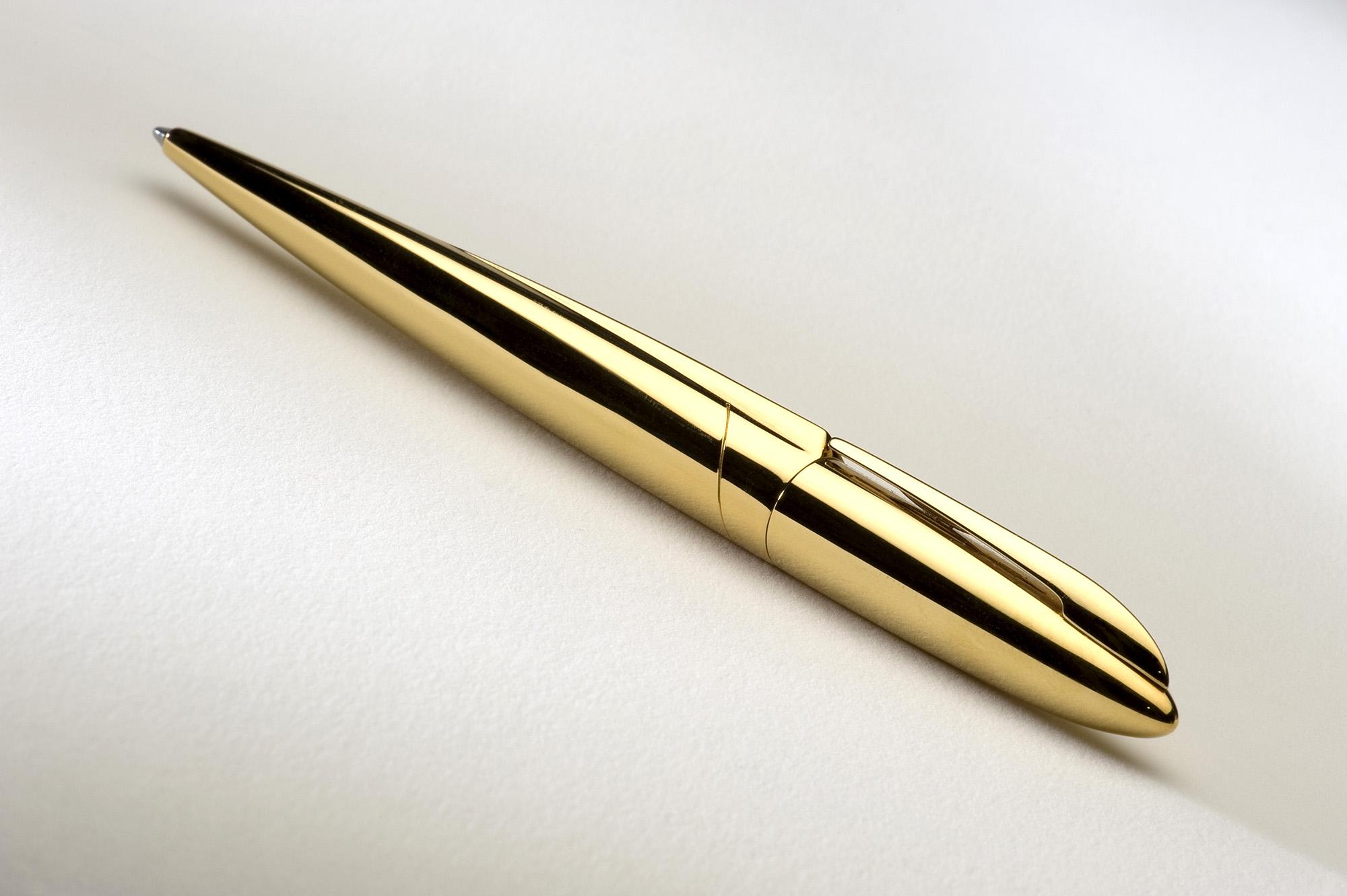 ADATTE DESIGN – stylos007